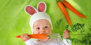 baby with carrot